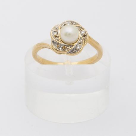 Bague perle et pétales de diamants