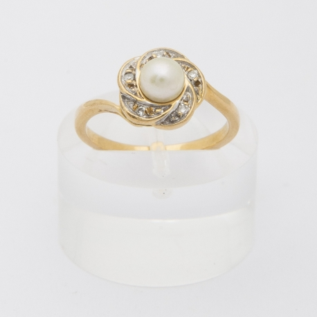 Pearl and diamond petals ring