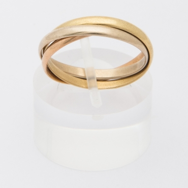 Three-tone gold ring.