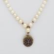 Sautoir des Perles Blanches et Médaillon Trèfle d'Améthystes